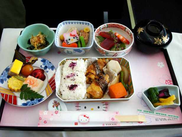 Post image for Photo Essay: 14 Incredible Airplane Meals from Around the World